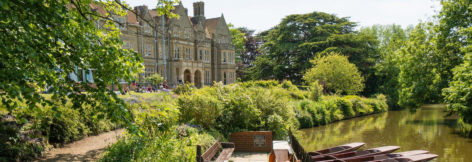 St. Hilda's College offers